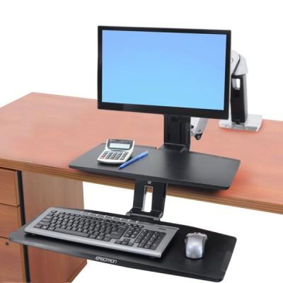 WorkFit-A con teclado suspendido, una pantalla LD