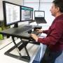 WorkFit-T, sentado y de pie de estación de trabajo de escritorio (negro)-escritortio